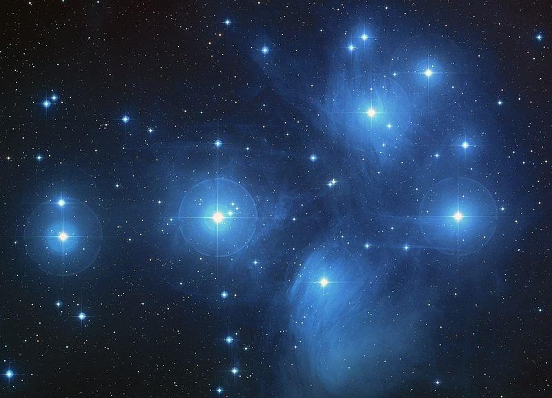กระจุกดาวลูกไก่ หรือกระจุกดาวไพลยาดีส (Pleiades)