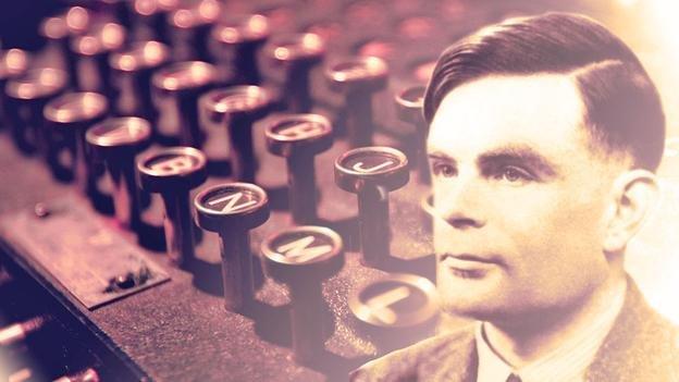 อลัน ทัวริ่ง (Alan Turing) นักคณิตศาสตร์ผู้ที่ไขรหัสลับอีนิกม่าได้เป็นผลสำเร็จ เขายังได้รับการยกย่องว่าเป็นบิดาแห่งศาสตร์คอมพิวเตอร์